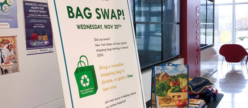 Reusable bag swap station in the che commons